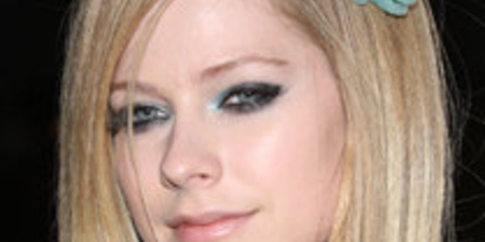 Avril Lavigne: Halsentzündung!