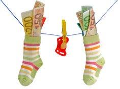 Das Einkommen vor der Geburt des Babys bestimmt die Höhe des Elterngeldes.