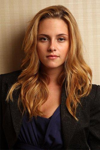 Blond: Kristen Stewart