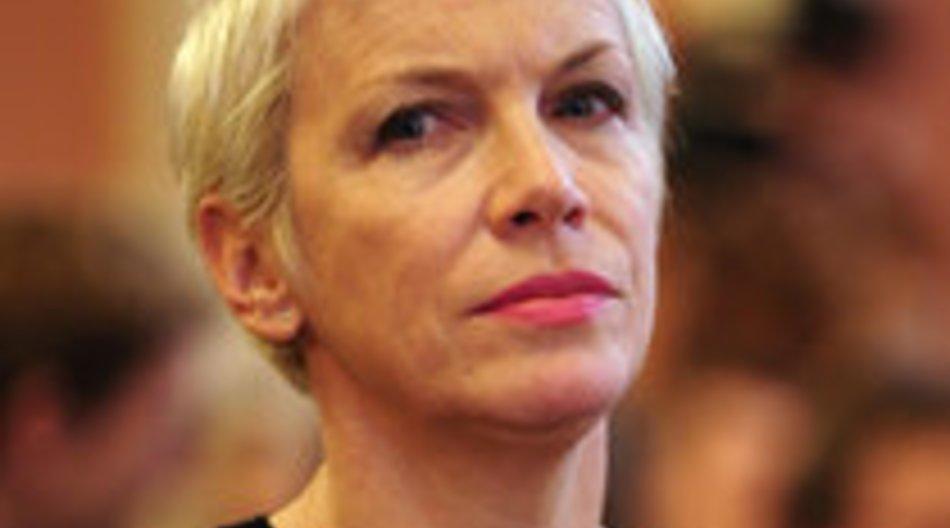 Annie Lennox wird der Woman of Peace-Award verliehen