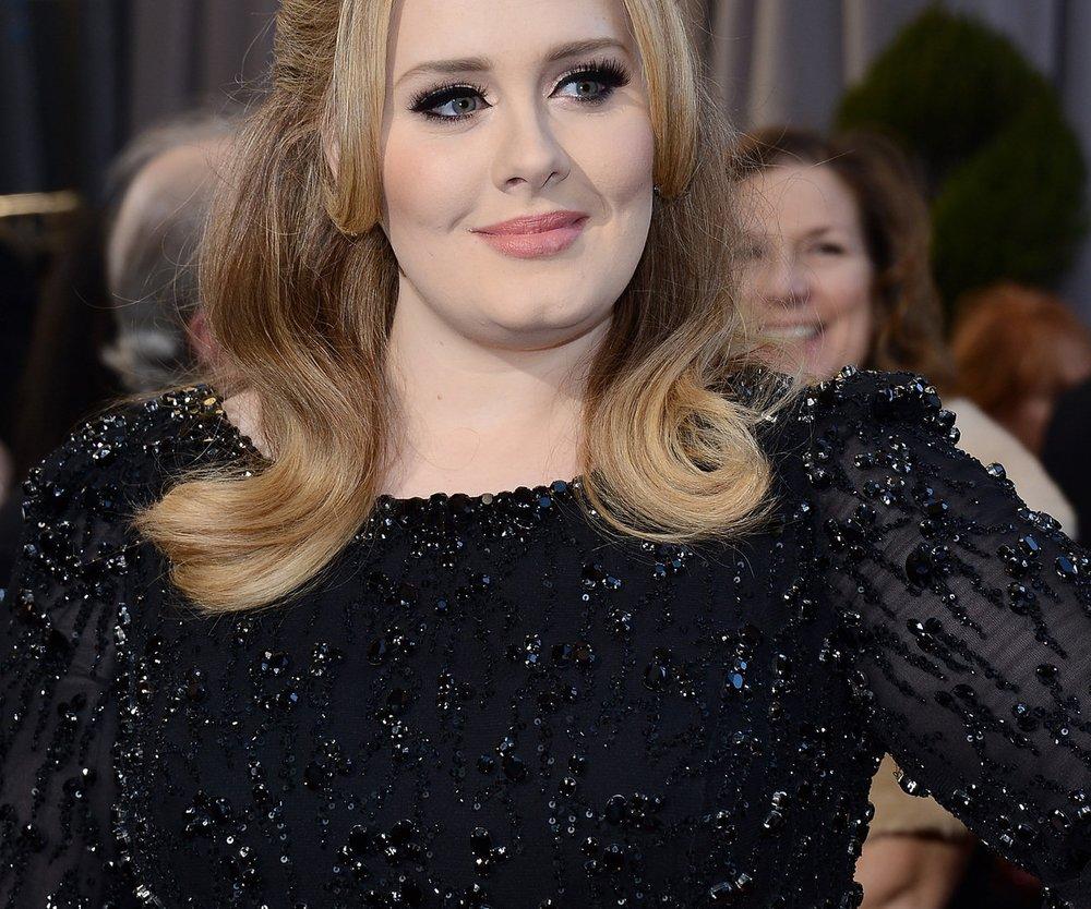 Adele wird zum Ritter geschlagen