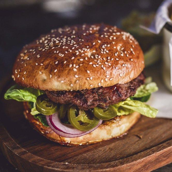 Burger_iStock_jaroszpilewski