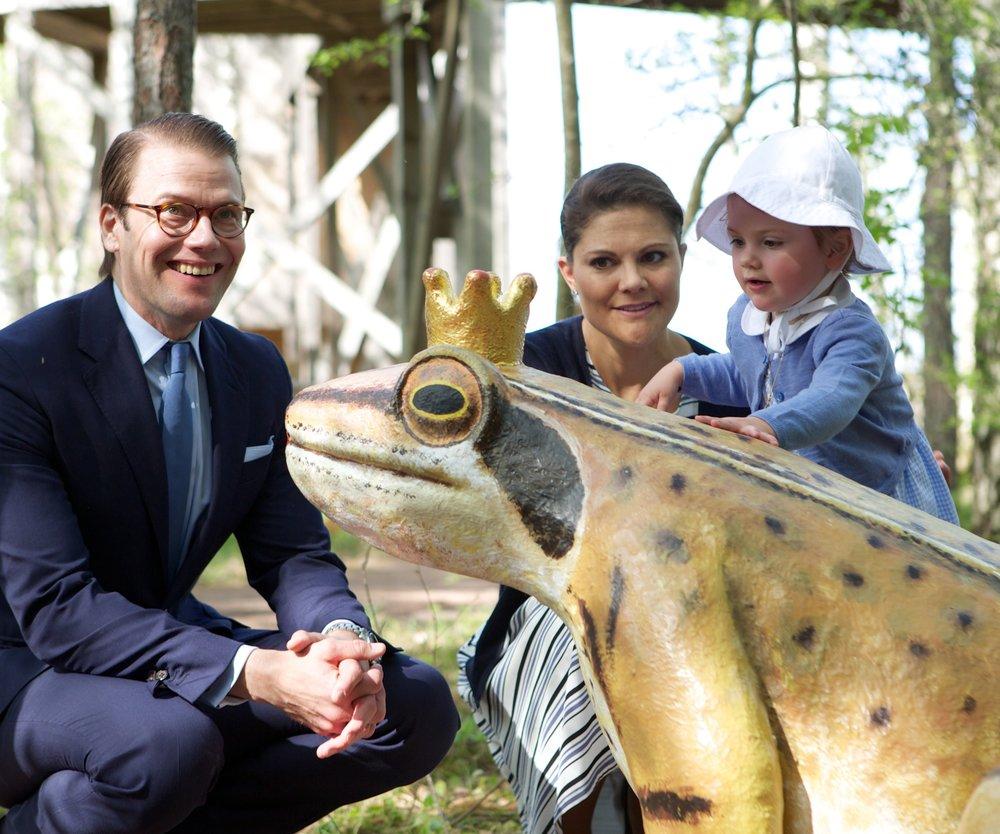 Victoria von Schweden begleitet Estelle zum ersten Arbeitstag