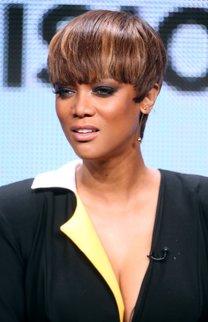 Tyra Banks: Bubikopf mit Strähnchen