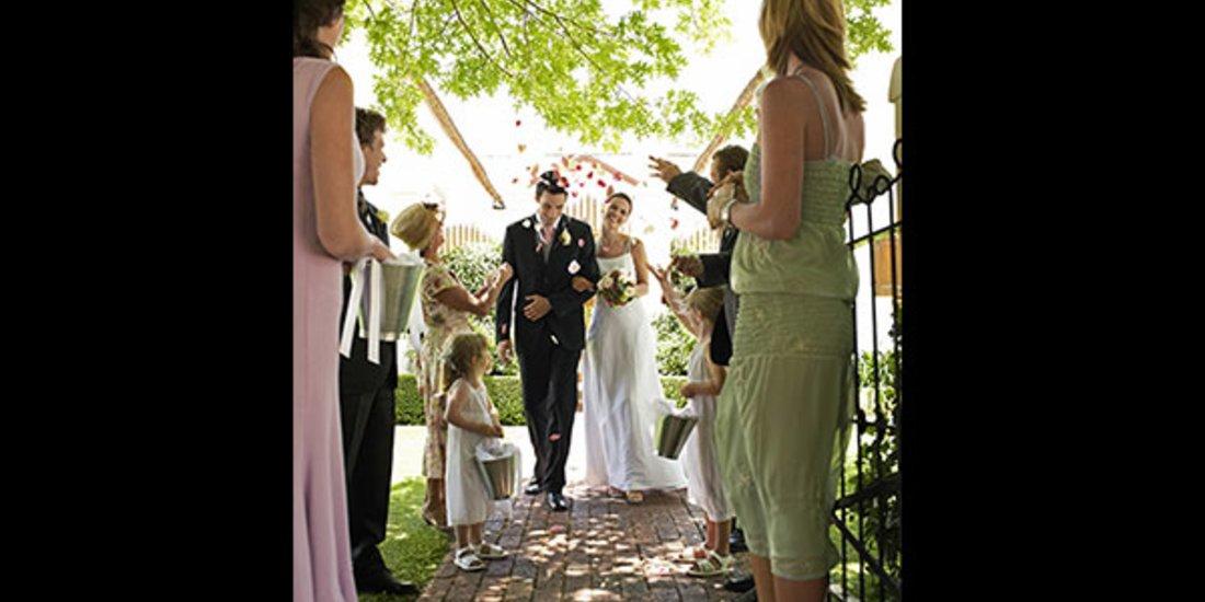 Zur Hochzeit Geladen Die Zehn Schonsten Kleider Fur Ihren Gast Look