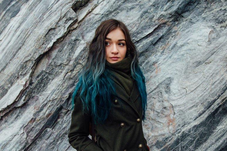 Blaue Haarlängen