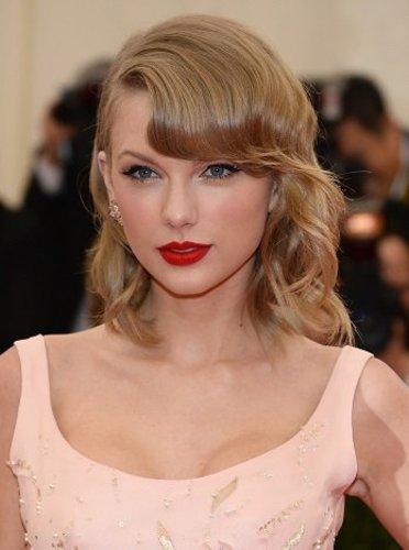 Taylor Swift: Elegante Föhnwelle
