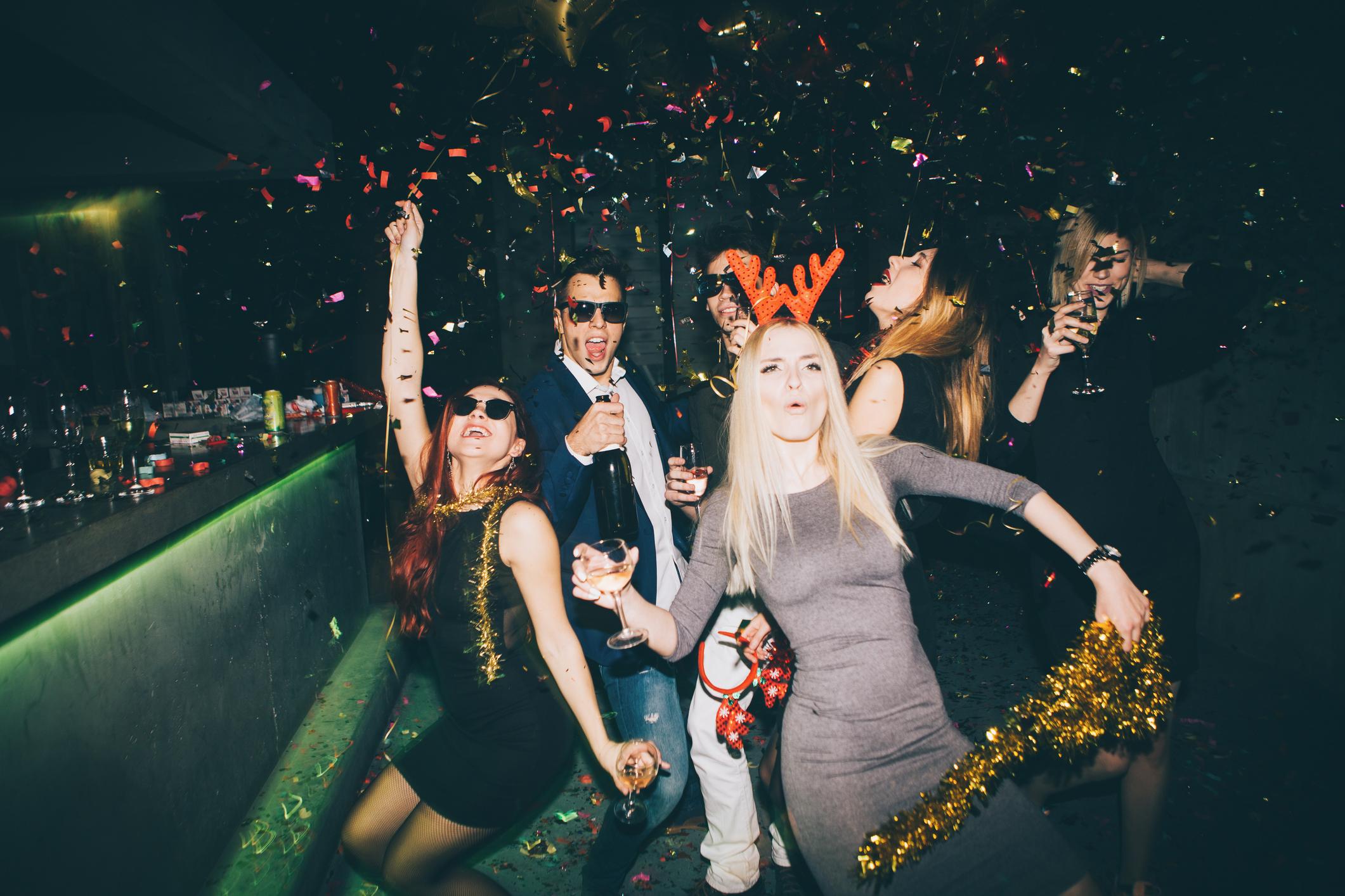 Party EIN lustiges Partyspiel mit coolen und witzigen Fragen für Sag mal.