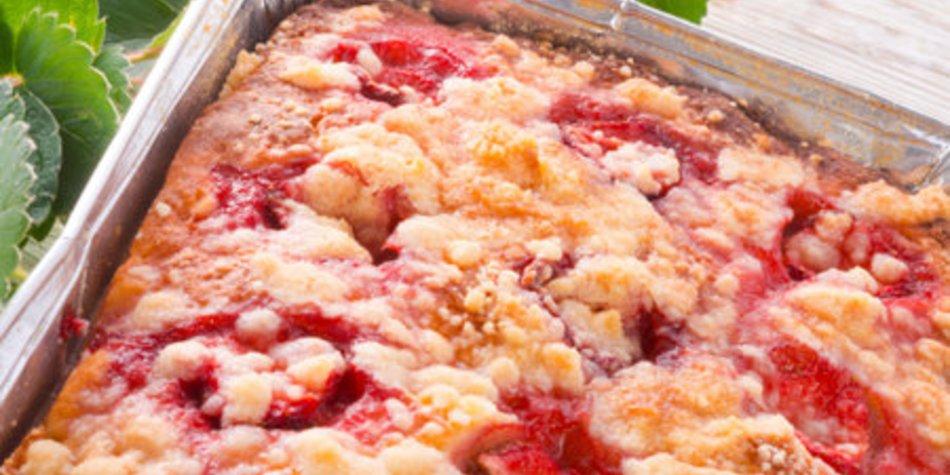 Hefekuchen mit Erdbeeren und Streuseln