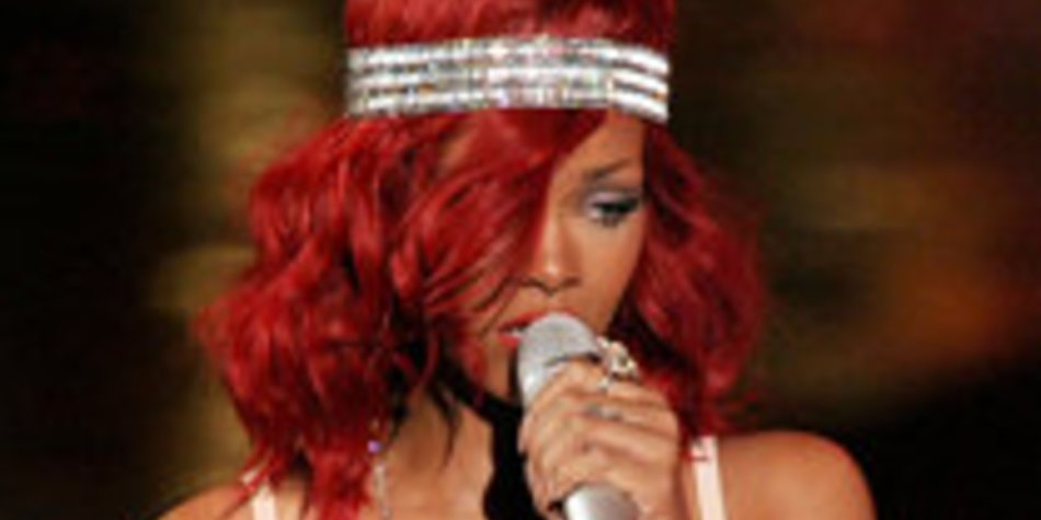 Rihanna: In New York trug sie eine knallrote Perücke