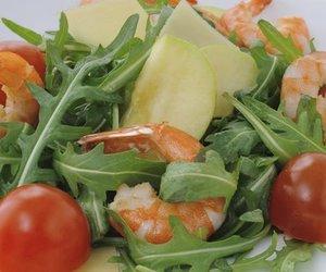 Gemischter Salat mit Garnelen