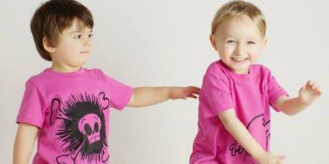 Bei der Kollektion von Quirkie Kids finden auch Jungen T-Shirts in Pink und Mädchen müssen nicht nur mit Prinzessinnen-Aufdrucken herumlaufen.
