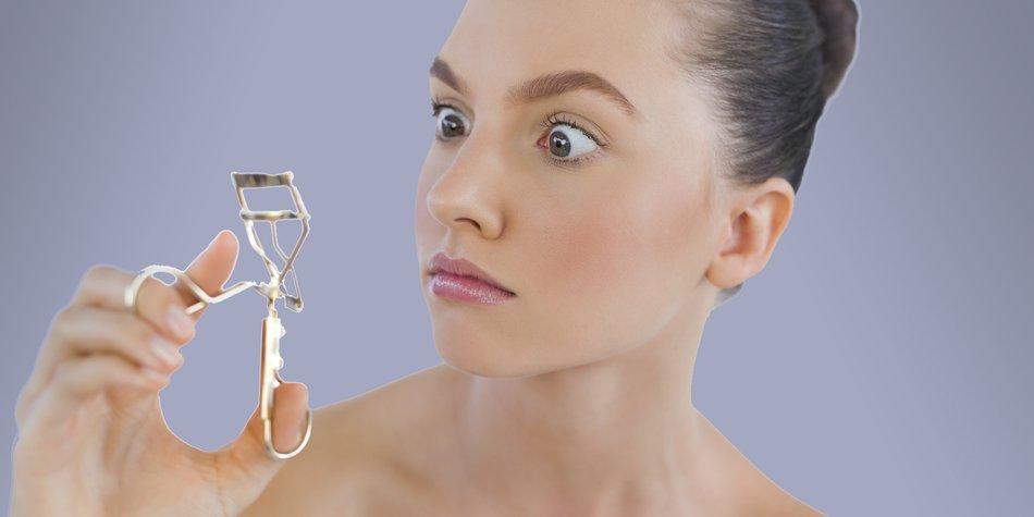 Model with eyelashes curler