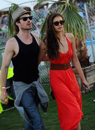 Ian Somerhalder und seine Freundin im Freizeitoutfit.