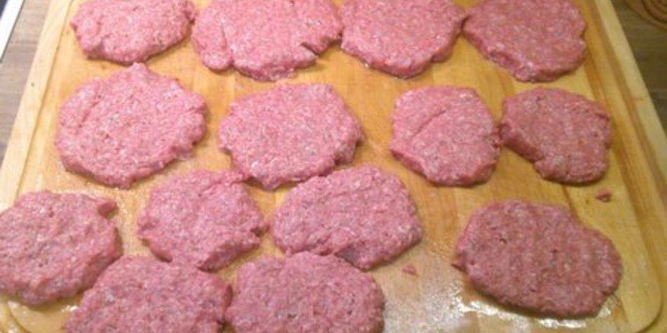 Bifteki mit Schafskäse