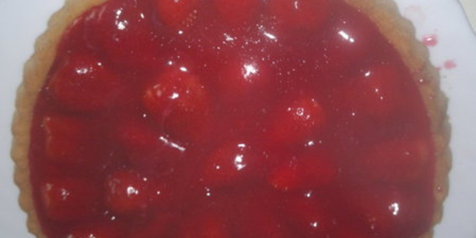 leckere Erdbeertorte mit einer sahnigen Puddingcreme