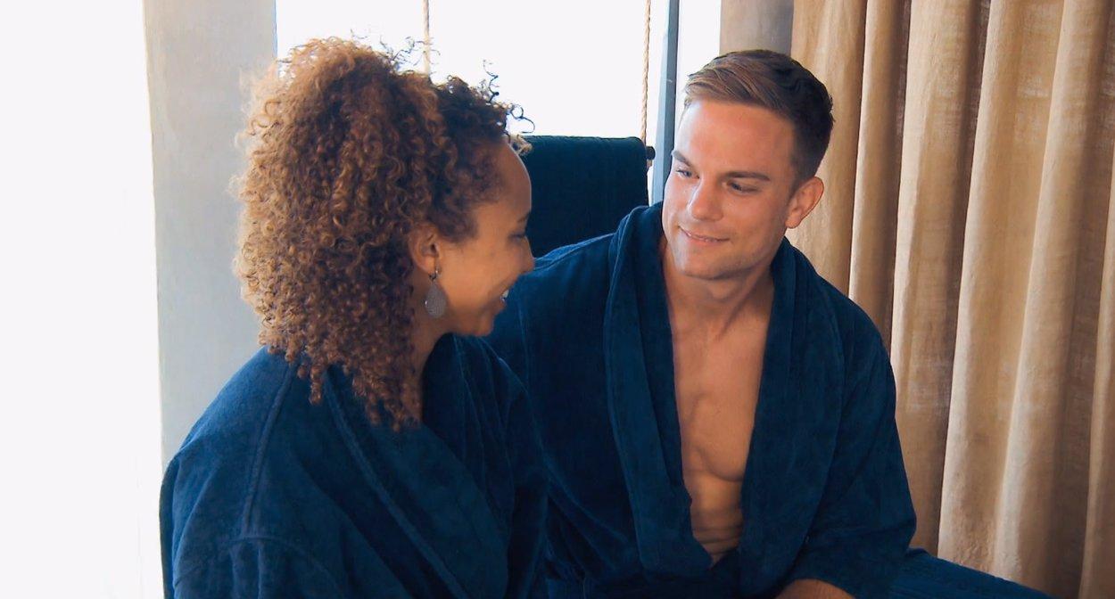 Sebastian und Linda im Bademantel