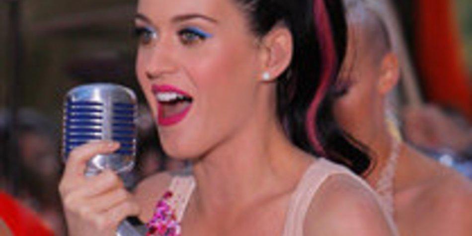 Katy Perry besucht ihre alte Highschool