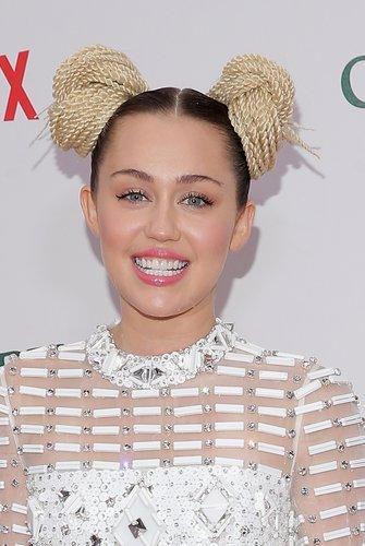 Miley Cyrus: Buns aus Garn