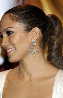 Jennifer Lopez mit eingedrehtem Pferdeschwanz