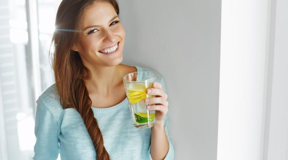 Aromatisiertes Wasser schädlich für Zähne