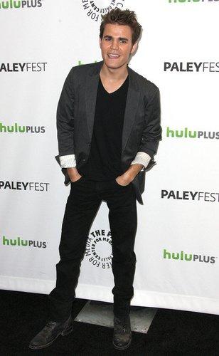 Paul Wesley auf dem Red Carpet.