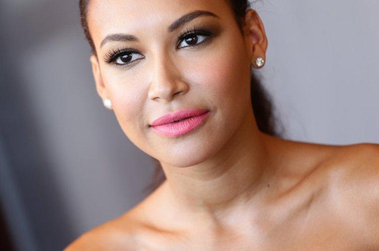 Naya Rivera mit schönen Fake Lashes