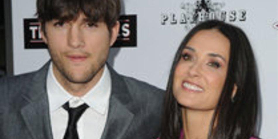Ashton Kutcher und Demi Moore springen aus dem Flugzeug