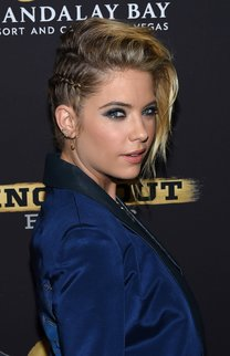 Ashley Benson: Swoosh mit Cornrows
