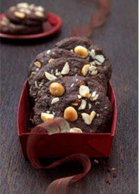 Lecker Schoko-Cookies mit Macadamia-Nüssen