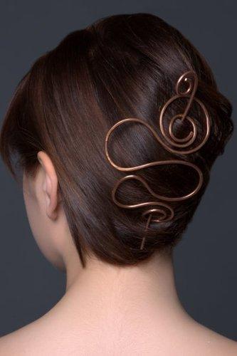 Edle Hochsteckfrisur mit kunstvollem Haarschmuck
