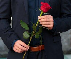 """Ladys, angeschnallt: """"Der Bachelor"""" geht in die siebte Runde. Ein begehrter Junggeselle flirtet in acht spannende Wochen voller Abenteuer, Romantik und jeder Menge Emotionen, um aus 22 einzigartigen Single-Frauen die passende Dame zum großen Liebesglück zu finden."""