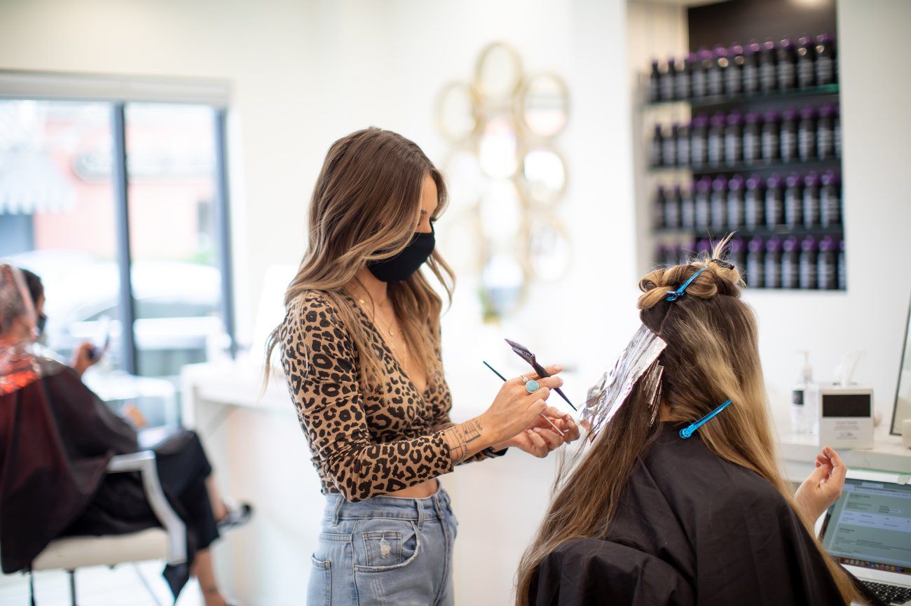 Friseursalons öffnen wieder