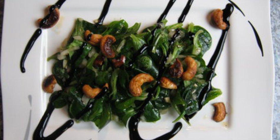 Feldsalat mit Himbeeressig und Cashewkerne