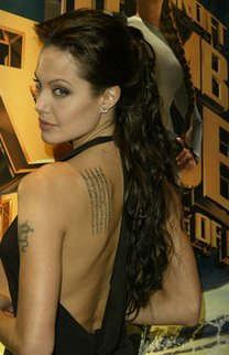 Hochgestecktes Haar bei Angelina Jolie