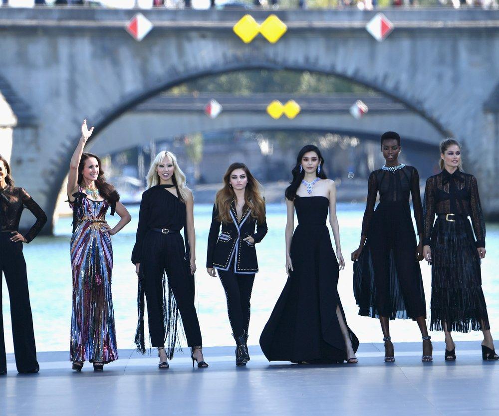 Le Defile L'Oreal Paris Fashion Week Frühjahr Sommer Kollektion 2019
