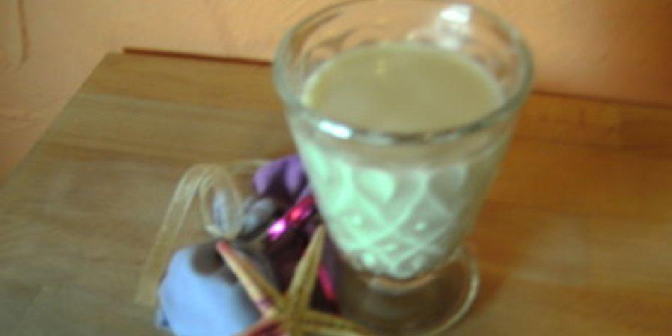 Selbstgemachte Mandelmilch
