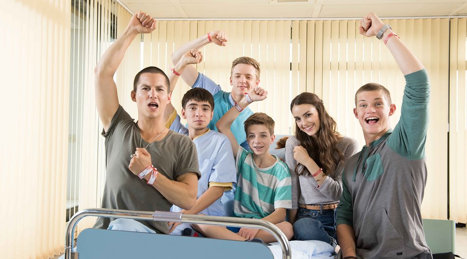 V.l.: Leo (Tim Oliver Schultz), Toni (Ivo Kortlang), Alex (Timur Bartels), Hugo (Nick Julius Schuck), Emma (Luise Befort) und Jonas (Damian Hardung)