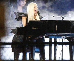 Lady Gaga singt für Fan