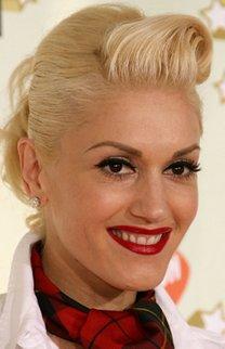 Gwen Stefani mit Pony-Tolle und Hochsteckfrisur