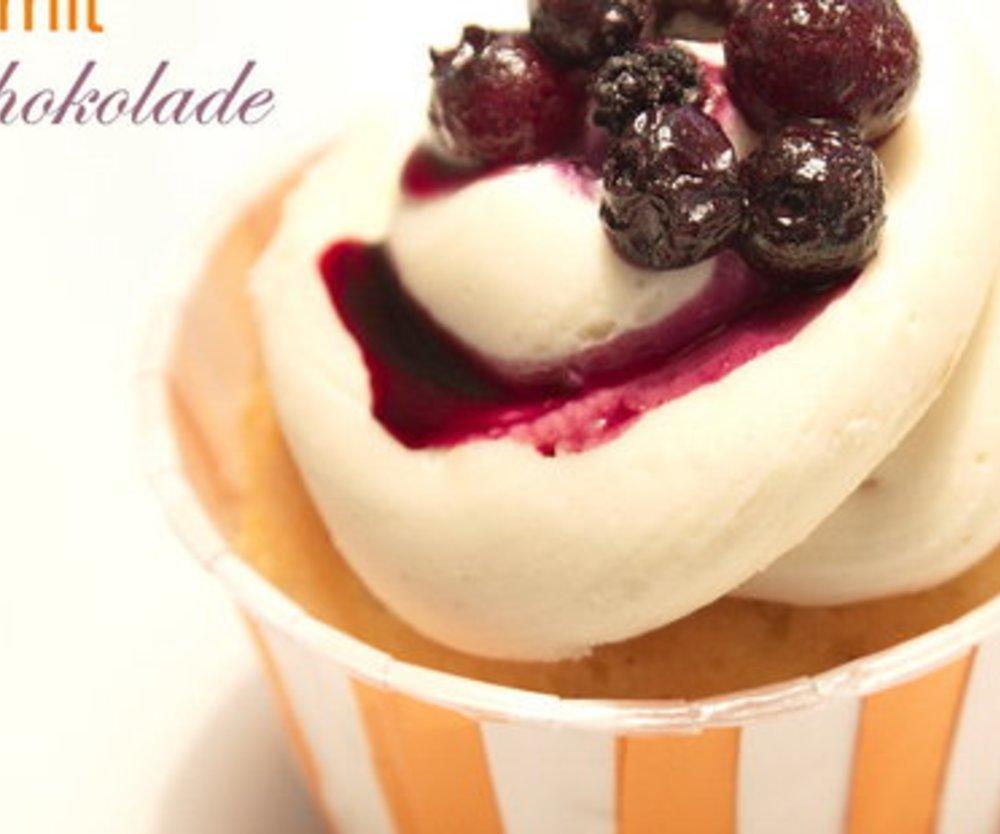 Feine VERPOORTEN ORIGINAL Eierlikör Cupcakes mit weißem Schokolade-Häubchen