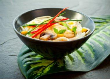 Thai-Suppe mit scharfem Ingwer und Chili
