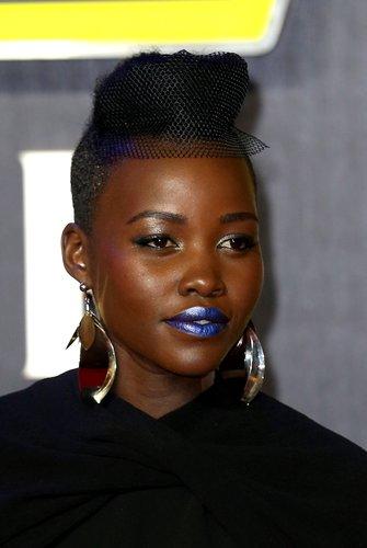 Lupita Nyong'o: Dutt mit Haarnetz