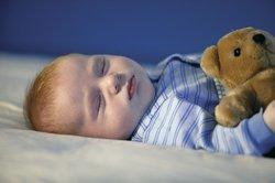 Baby, 8 Monate, schläft.