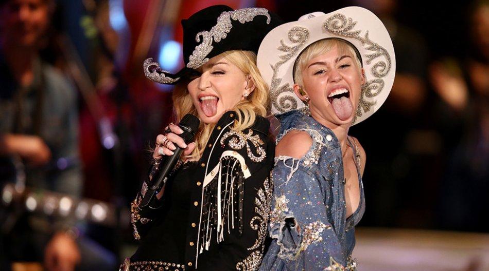 """Madonna und Miley Cyrus traten bei """"MTV Unplugged"""" gemeinsam auf."""