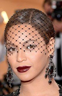 Beyonce: Chignon mit Schleier