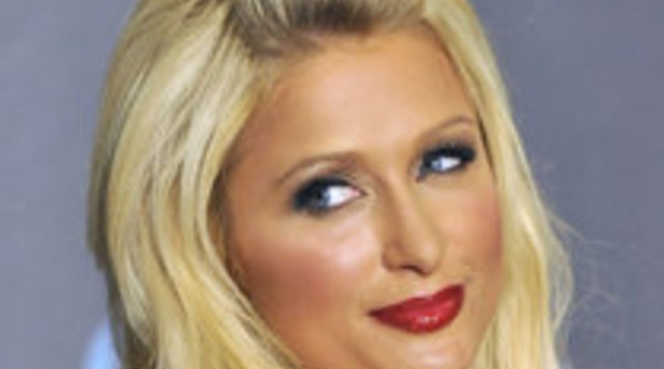 Paris Hilton sorgt für Festtagsgarderobe
