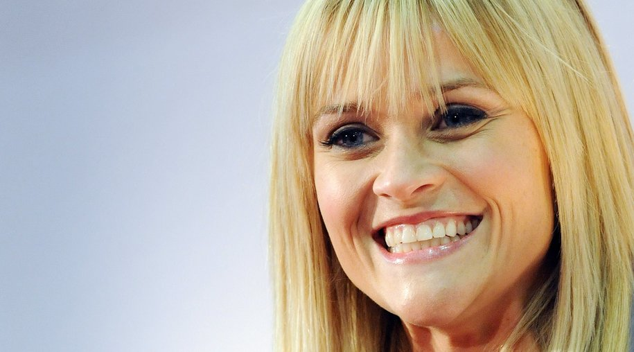 Reese Witherspoon versteckt ihre Narbe