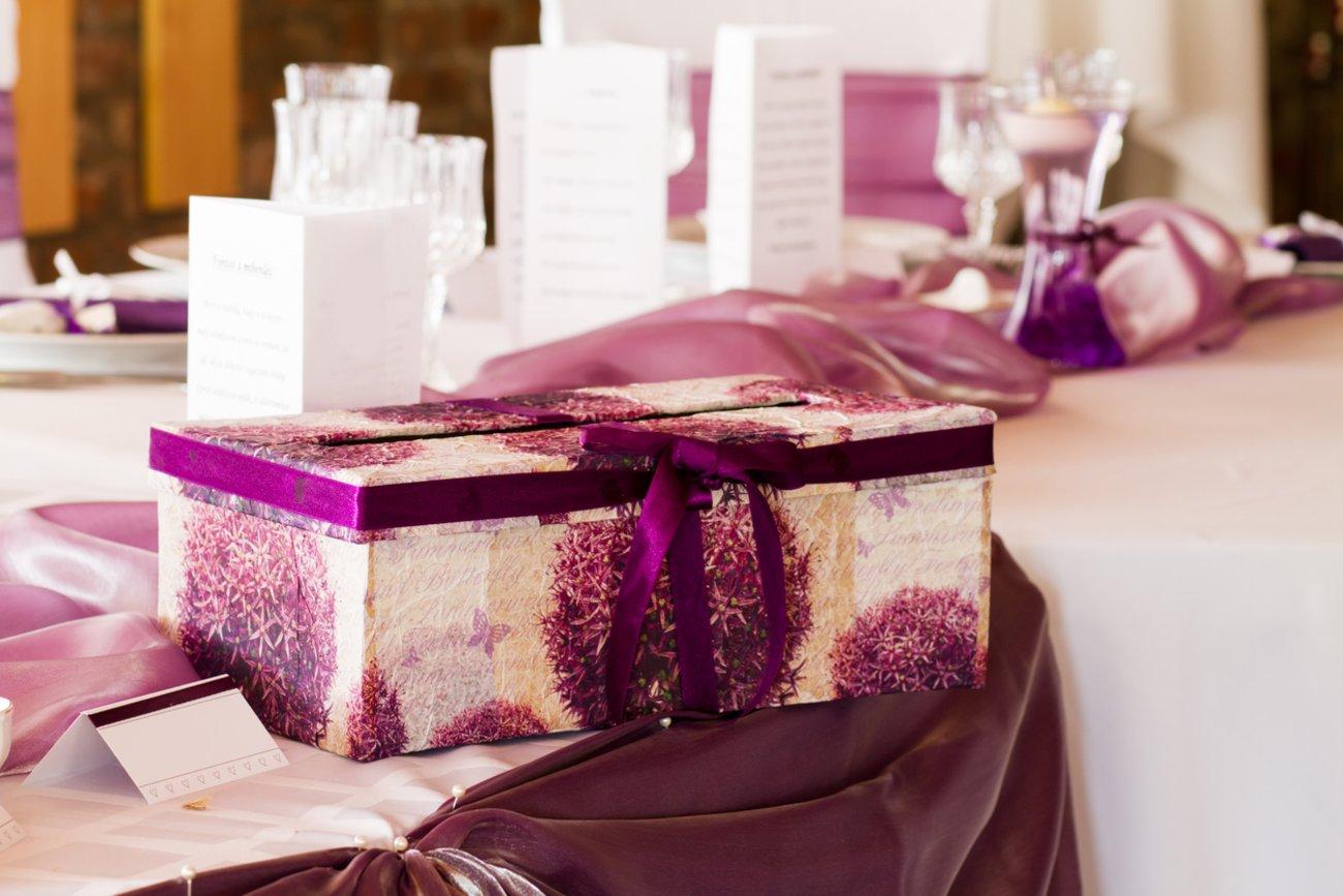 Lustige Hochzeitsspiele Das wandernde Päckchen