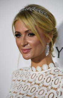 Paris Hilton: Funkelnder Haarschmuck